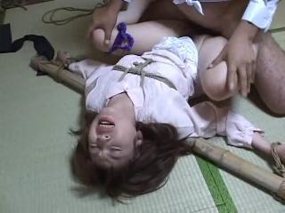 азиатку насилует в метро