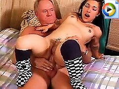liliputi-urodi-v-porno